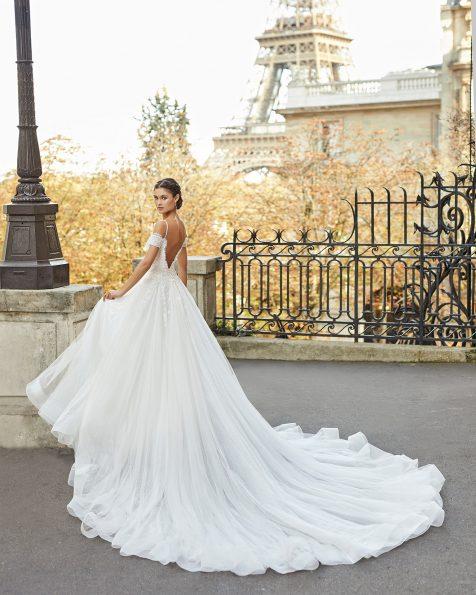 .2021 مجموعة فساتين ROSA CLARA فستان زفاف بقصّة البرنسيس من التل المنقّط والدانتيل المزيّن بالخرز، مع تقويرة نازلة وحمّالات للكتف وفتحة ظهر كبيرة.
