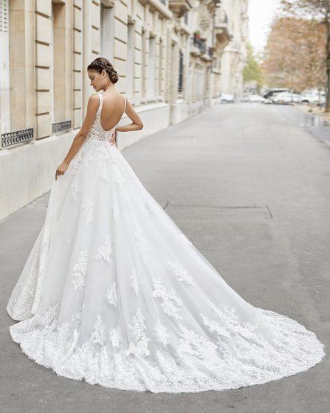 .2021 مجموعة فساتين ROSA CLARA فستان زفاف بقصّة البرنسيس من التل والدانتيل مع زينة بالخرز على الصدّار. ذو تقويرة على شكل