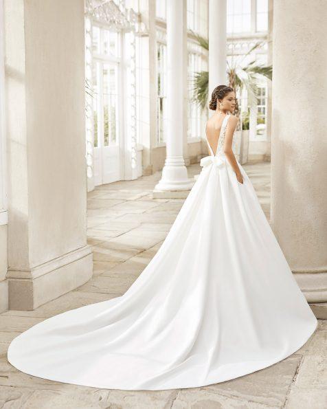 .2021 مجموعة فساتين ROSA CLARA فستان زفاف ذو تصميم كلاسيكي من القماش البيج والدانتيل المزيّن بالخرز. ذو تقويرة عريضة مع بطانة رومنسية وفتحة ظهر على شكل