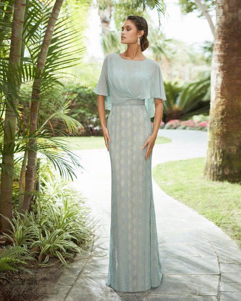Vestido de festa de renda e corpo de crepe georgete. Decote fechado tipo capa. Coleção ROSA CLARA COCKTAIL 2021.