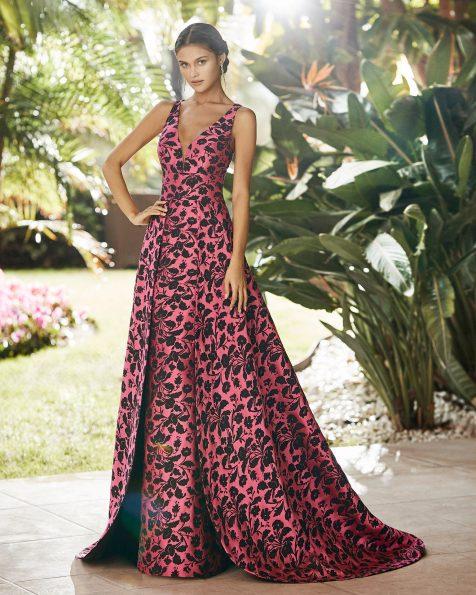 Vestido de festa de brocado. Decote deep-plunge e costas decotadas. Coleção ROSA CLARA COCKTAIL 2021.