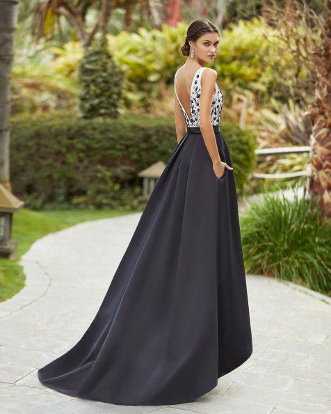 Vestido de festa em cetim e brilhantes. Decote e costas em V. Coleção ROSA CLARA COCKTAIL 2021.