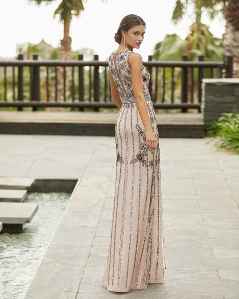 Vestido de festa de brilhantes. Decote em V e costas fechadas. Coleção ROSA CLARA COCKTAIL 2021.