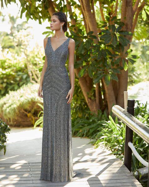 Vestido de festa de brilhantes. Decote em V e costas decotadas. Coleção ROSA CLARA COCKTAIL 2021.