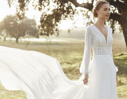 Long sleeve wedding dresses for an autumn wedding