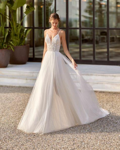 Vestido de novia estilo linea A de pedrería y tul plumeti con escote deep-plunge y espalda escotada. Disponible en color natural. Colección  2022.