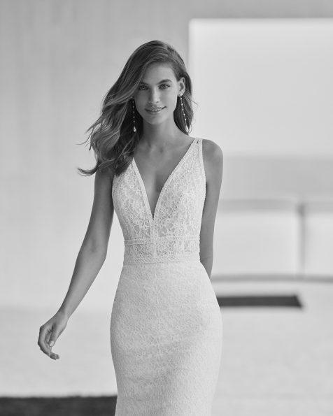 Vestido de noiva sexy de corte sereia; Com decote em V e costas decotadas. Modelo Rosa Clará Soft de noiva feito com renda. Coleção ROSA CLARA SOFT 2022.