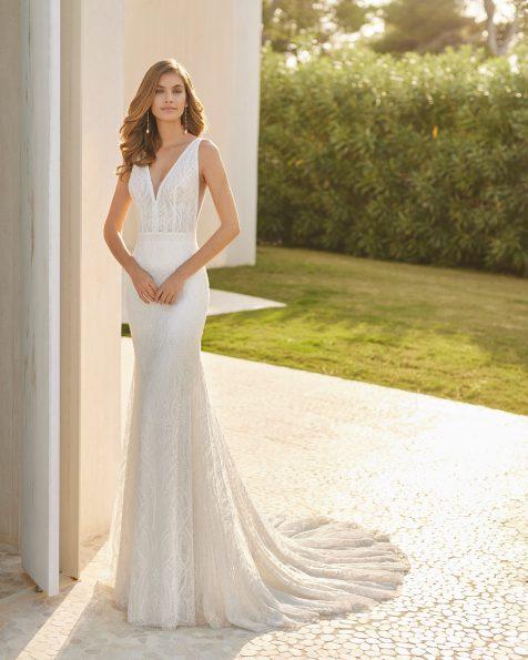 Vestido de noiva sexy de corte sereia; Com decote e costas em V. Modelo Rosa Clará Soft de noiva feito com renda e peças brilhantes. Coleção ROSA CLARA SOFT 2022.