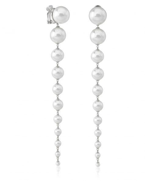 Boucles d'oreilles de mariée de 16cm de long en argent rhodié et perles rondes. Avec fermoir dormeuse. Collection ROSA CLARA COUTURE 2022.