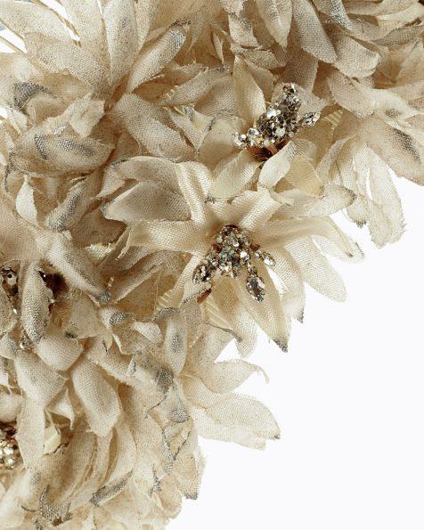 Tocat de flors nude. Amb detalls de pedreria. Col·lecció ROSA CLARA COUTURE 2022.